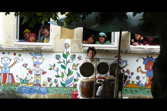 Clowns 2014 06 28 StSavinien MaisonChatBleu (35)